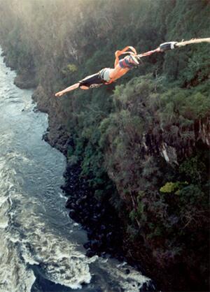 Viktoriiny vodopády - bungee jumping