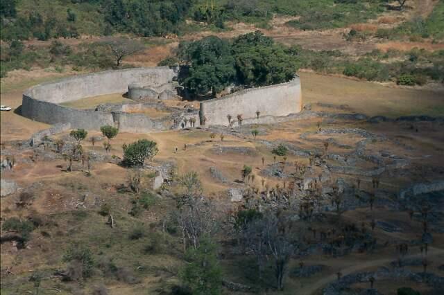 Velké Zimbabwe (Great Zimbabwe) - Velká ohrada (Great Enclosure complex)