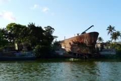 Jedna z nákladních lodí, které kdysi zajížděly do doků skrze Kanál Pangalanes