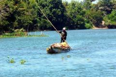 Nákladní piroga na kanálu Pangalanes