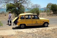 Taxikář s autem plným našich zavazadel, Antsiranana