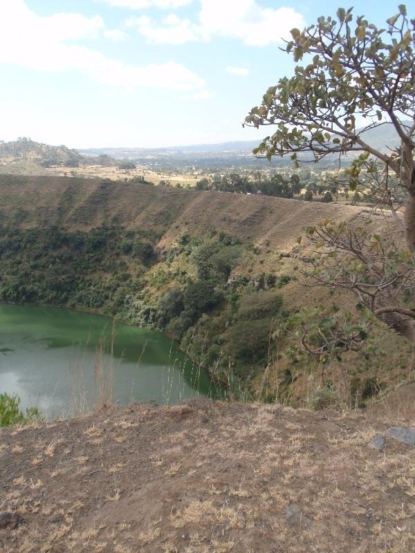 "Kráter či Maar ""Ara Shetan"" vyplněný jezerem Butajiri Silti, Etiopie (foto: Víťa Glomb)"
