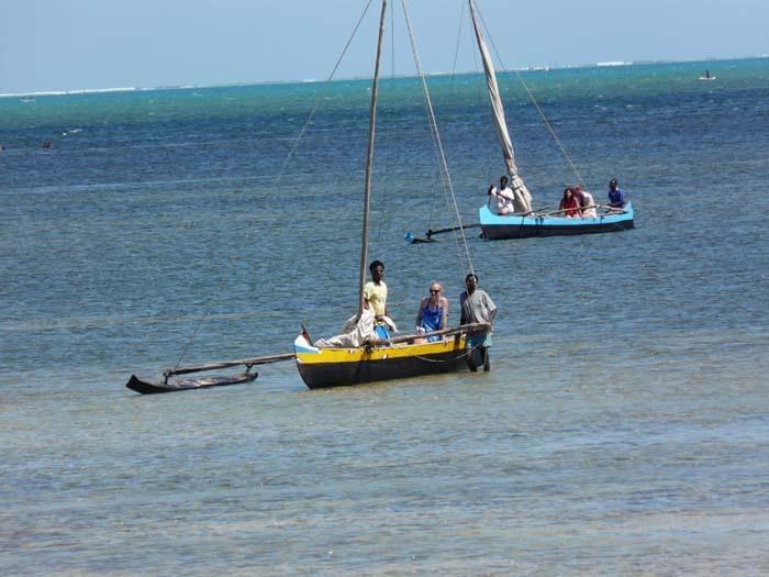 rybář Lunga s Regínou a obědem, Ifata, Aye-Aye expedition, Madagaskar