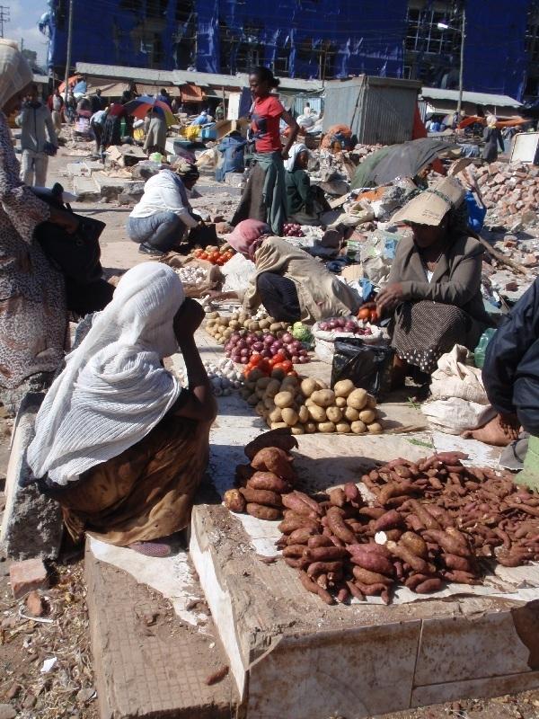 Mercato - tržiště, Addis Abeba, Etiopie (foto: Víťa Glomb)