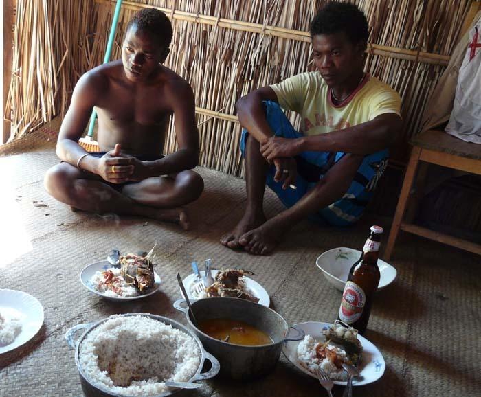 oběd u rybáře Lungy, Ifata, Aye-Aye expedition, Madagaskar
