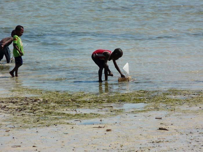 pouštění lodí, Ifata, Aye-Aye expedition, Madagaskar
