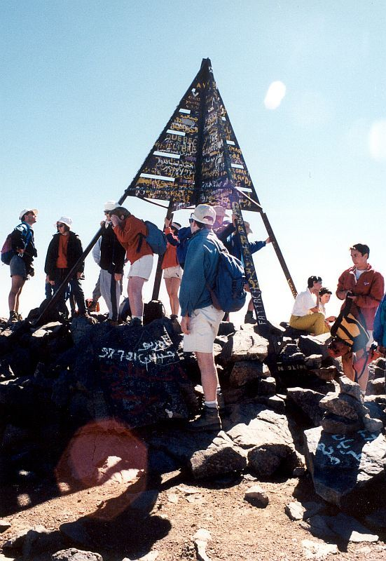 Vrcholová pyramida  4167 m n.m. (Tubkal, Maroko)