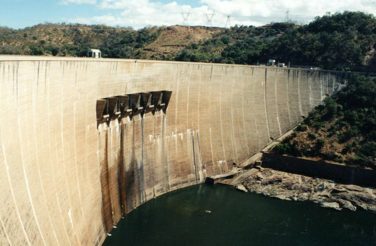 Hráz přehrady Kariba, Zimbabwe - Zambie