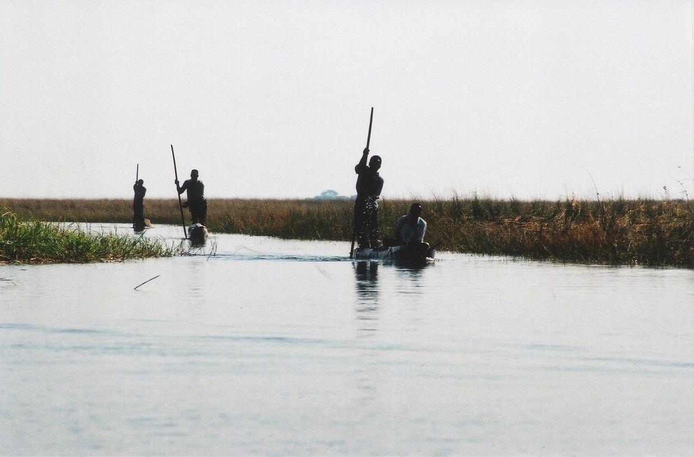 Lodě na kanálech Zambezi v Mongu