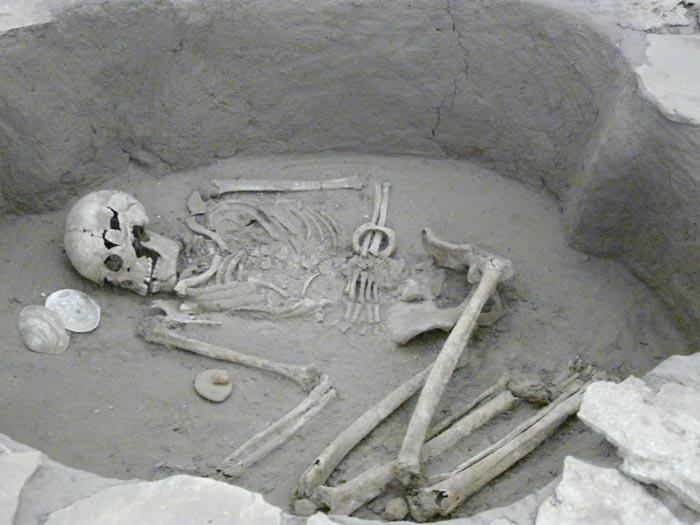 Kruhový hrob 10 000 let starý