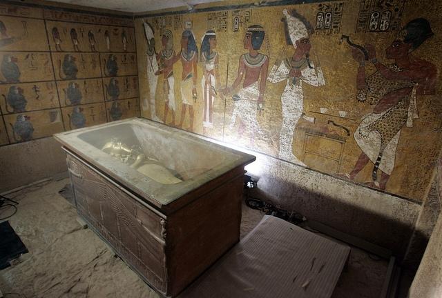 Nasser Nouri: sarkofág v hrobce Tutanchamona