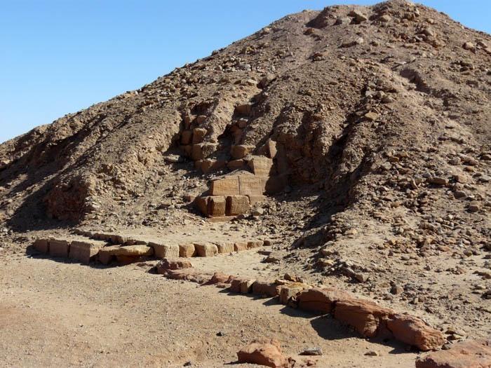 Piyova pyramida zdivo
