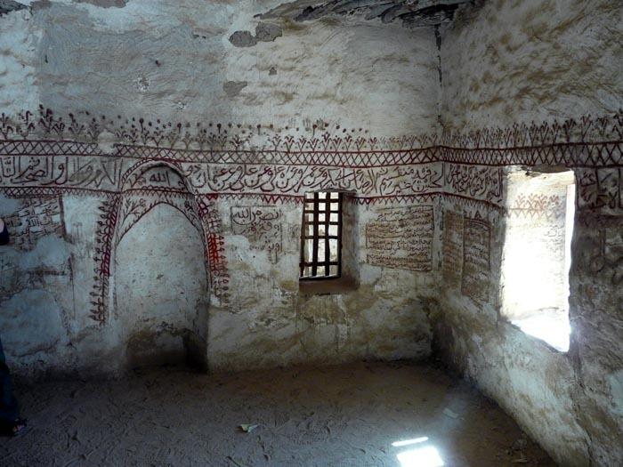 Interiér mešity v Al-Qasru