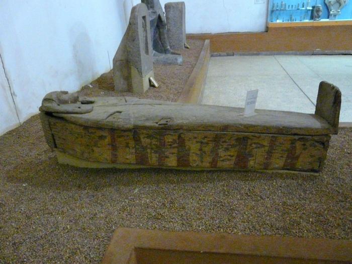 dřevěná rakev z období Napatského království