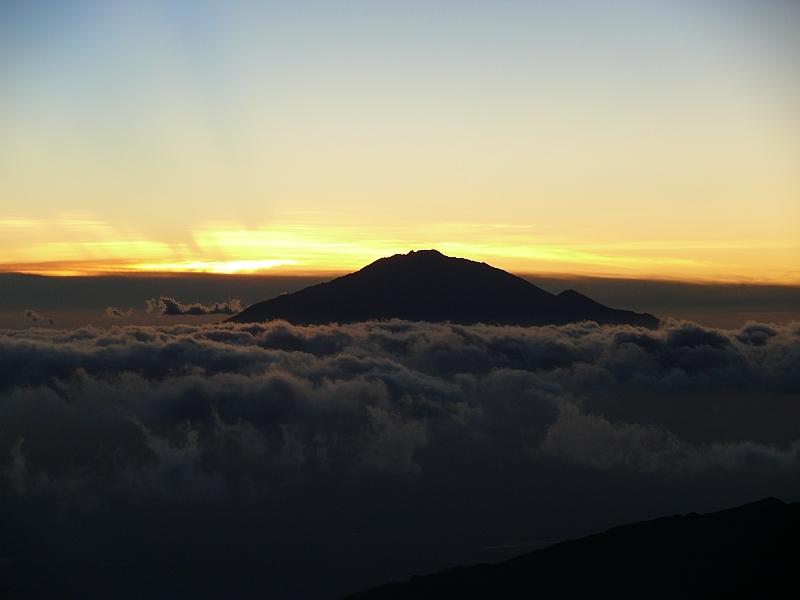 Meru - západ Slunce z Shira Plateau