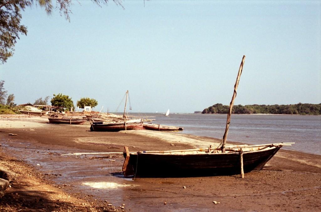 Přístav při odlivu v Pangani (foto: Jaromír Němec, Tanzanie)
