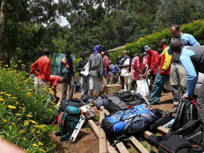 Kilimandžáro, příprava k výstupu