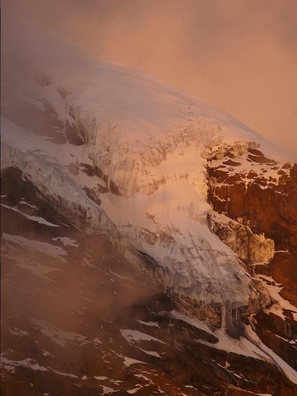 Ovětlený ledovec na vrcholu Kibo, Kilimandžáro