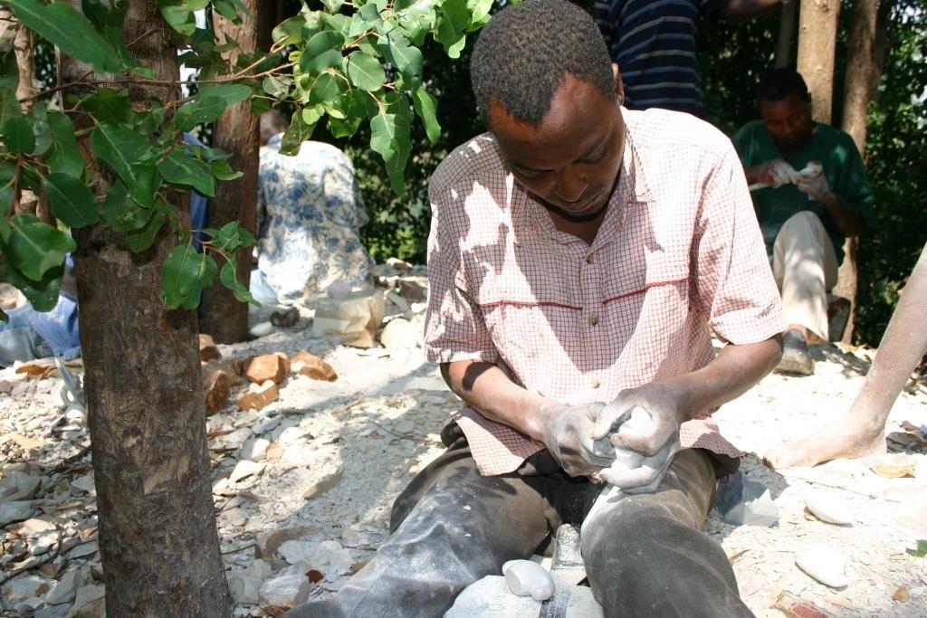 opracování mastku, Tabaka, Keňa (foto: Hana Morávková)