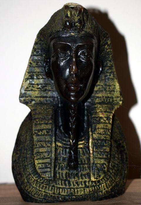 Achnaton busta