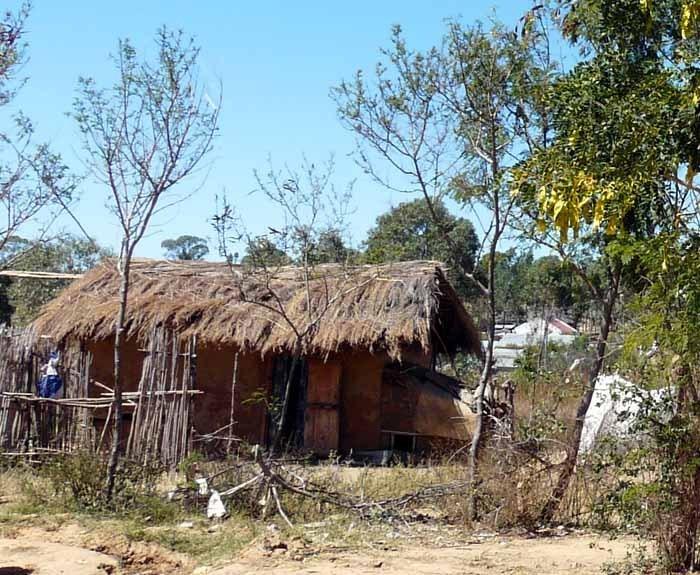 Dům ve vesnici etnika Bara, Madagaskar