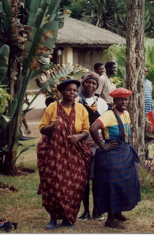 Ženy národa Tsonga v tradičním oděvu minceka