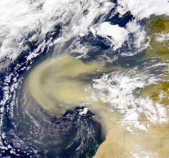 Sahara - prachová bouře nad Atlantikem