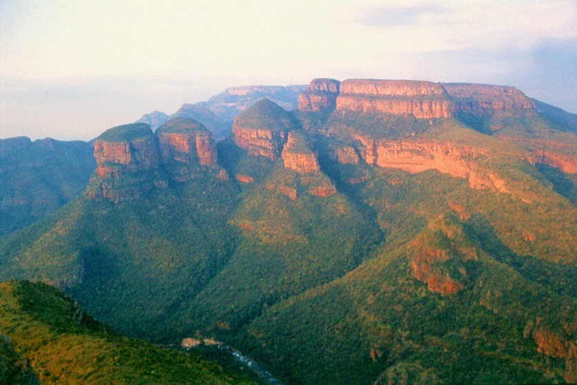 Blyde River Canyon Nature Reserve - The Three Rondavels (Jižní Afrika)