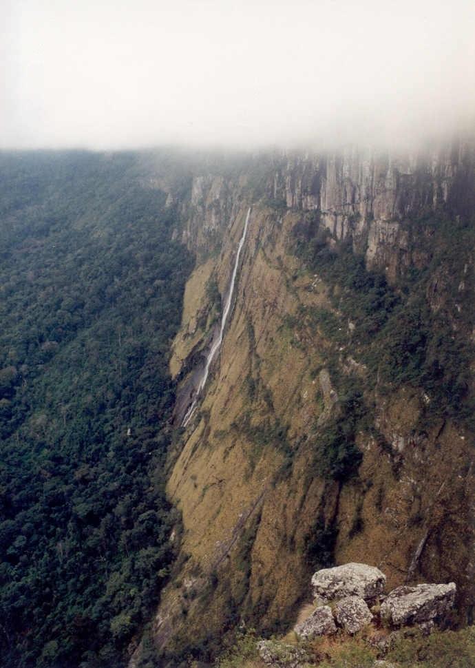 Vodopády Mtarazi (Mutarazi Falls) - levý vodopád