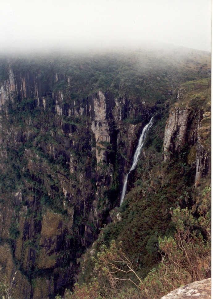 Vodopády Mtarazi (Mutarazi Falls) - pravý vodopád