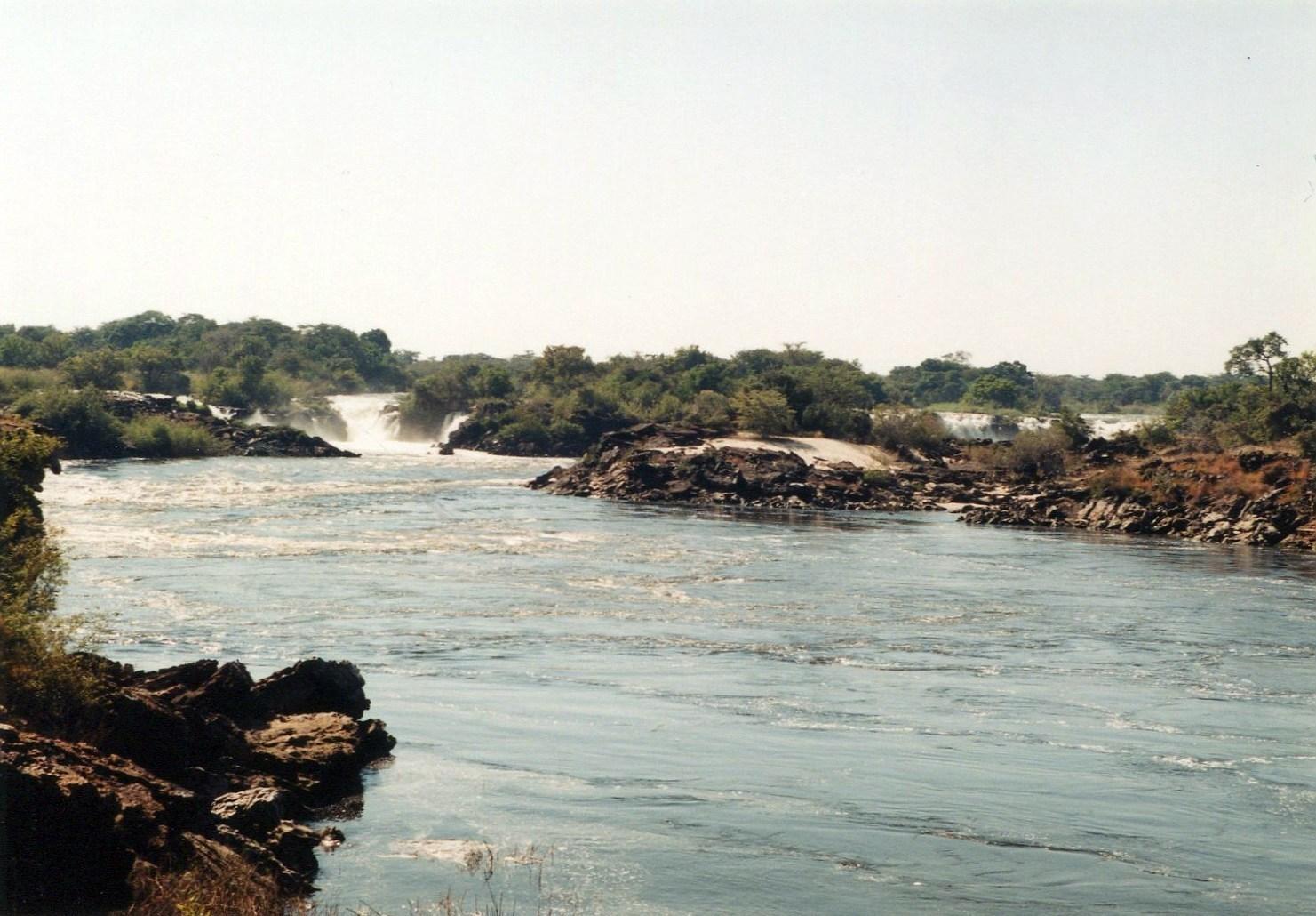 Ngonye Falls - celkový pohled, Zambezi, Zambie