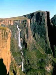 Tugela falls z plošiny Mont-Aux-Sources (foto: Správa národního parku)