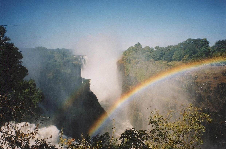 Viktoriiny vodopády - pohled v pravé poledne, Zimbabwe