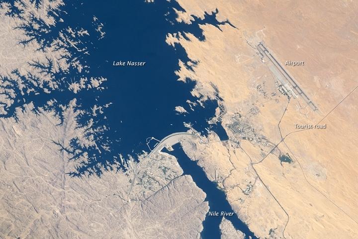 Nil, Asuánksá přehrada (ISS)