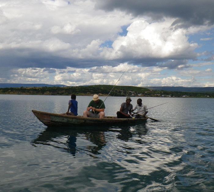 Lov okounů na jezeře Tanganika s místním rybářem