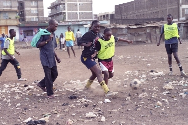 Jak se hraje fotbal v Africe, Robin Ujfaluši