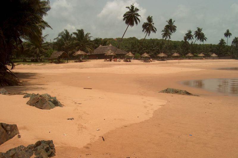 Pláž na pobřeží Aximu (Ghana)