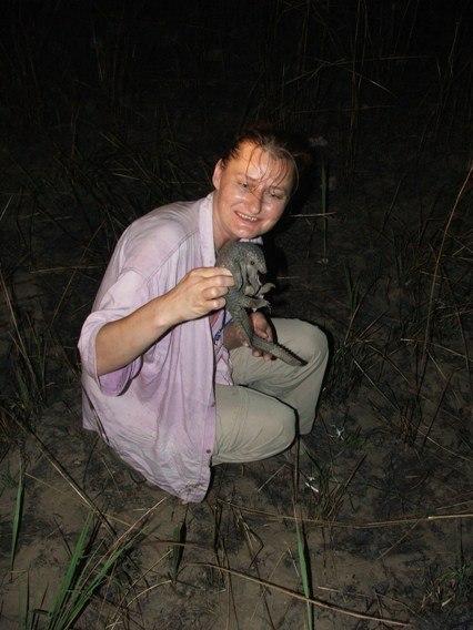 Ivana Kratka - záchrana luskouna a vypuštění v Kikwiti, DR Kongo